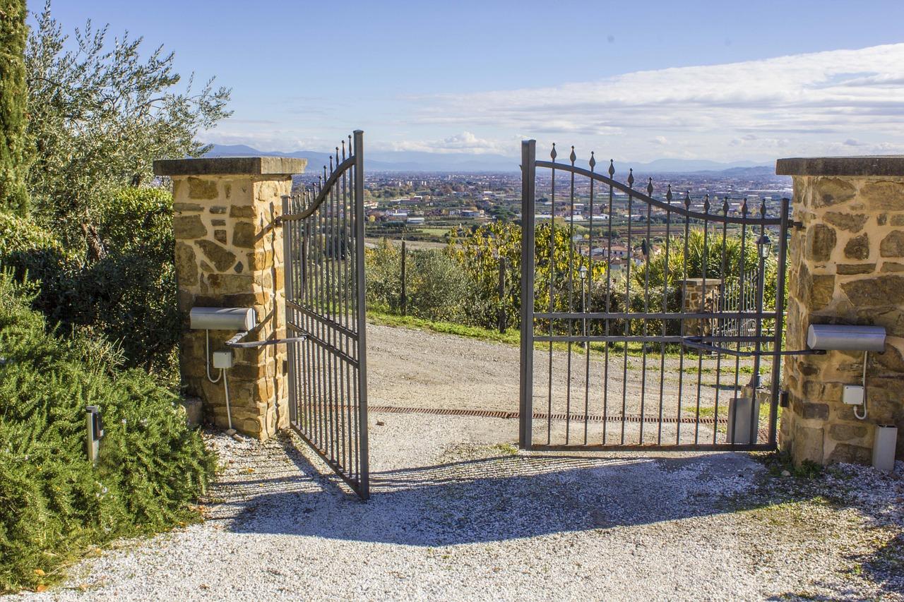 Motoriser un portail : pourquoi passer par un professionnel ?